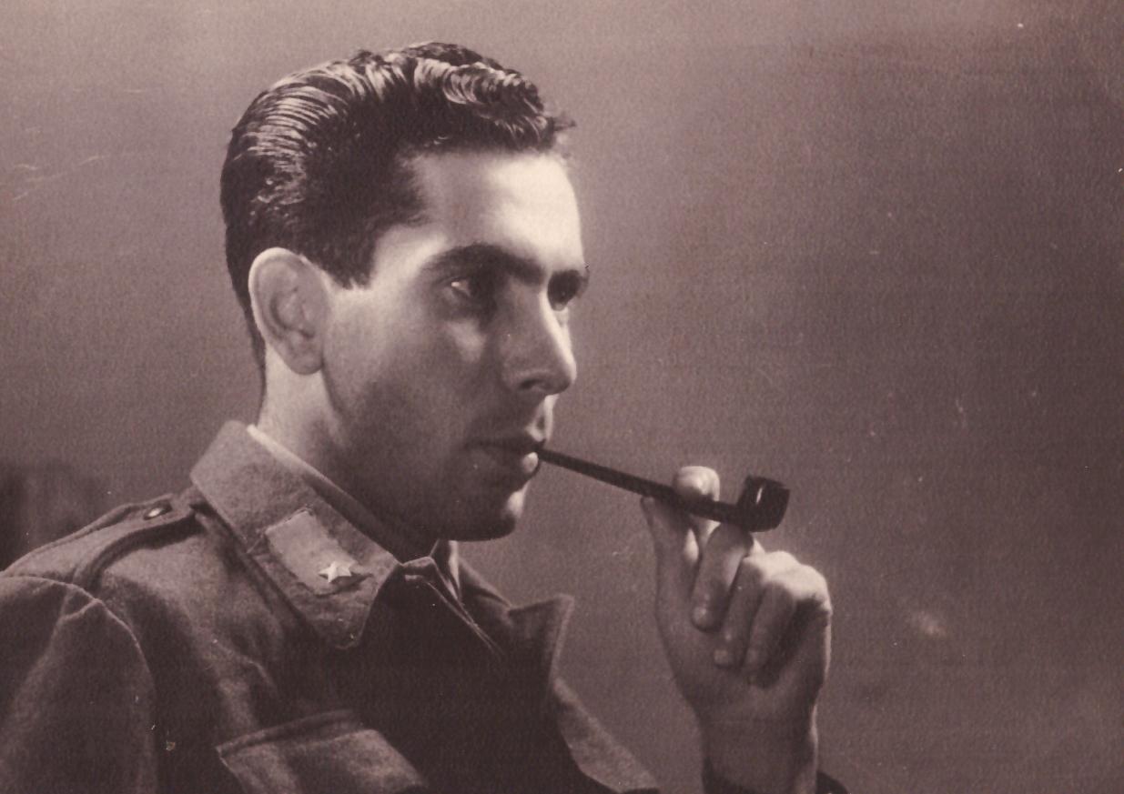 Maresciallo Basilio Antoci con pipa
