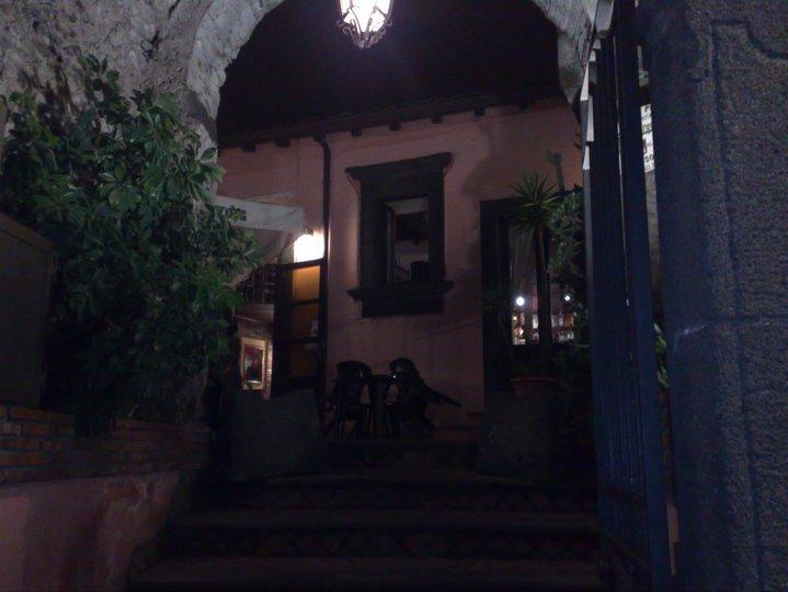 Vetus Pub   Portico d'ingresso